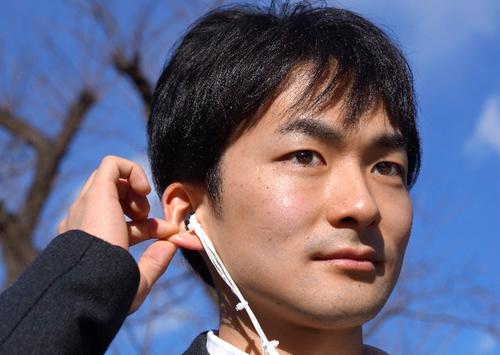光センサと機械学習を用いて耳を引っ張るジェスチャ入力を可能にするイヤフォン型デバイス