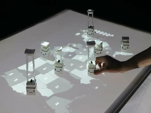 形状を変え移動して群れる小型ロボットシステム