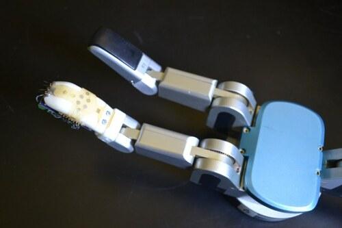 ロボットハンド等の指先に巻き付ける事ができる電子皮膚センサー