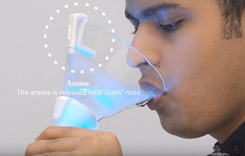 色、匂い、味(舌への電気刺激)を制御し様々な風味を作成できる仮想カクテル・システム